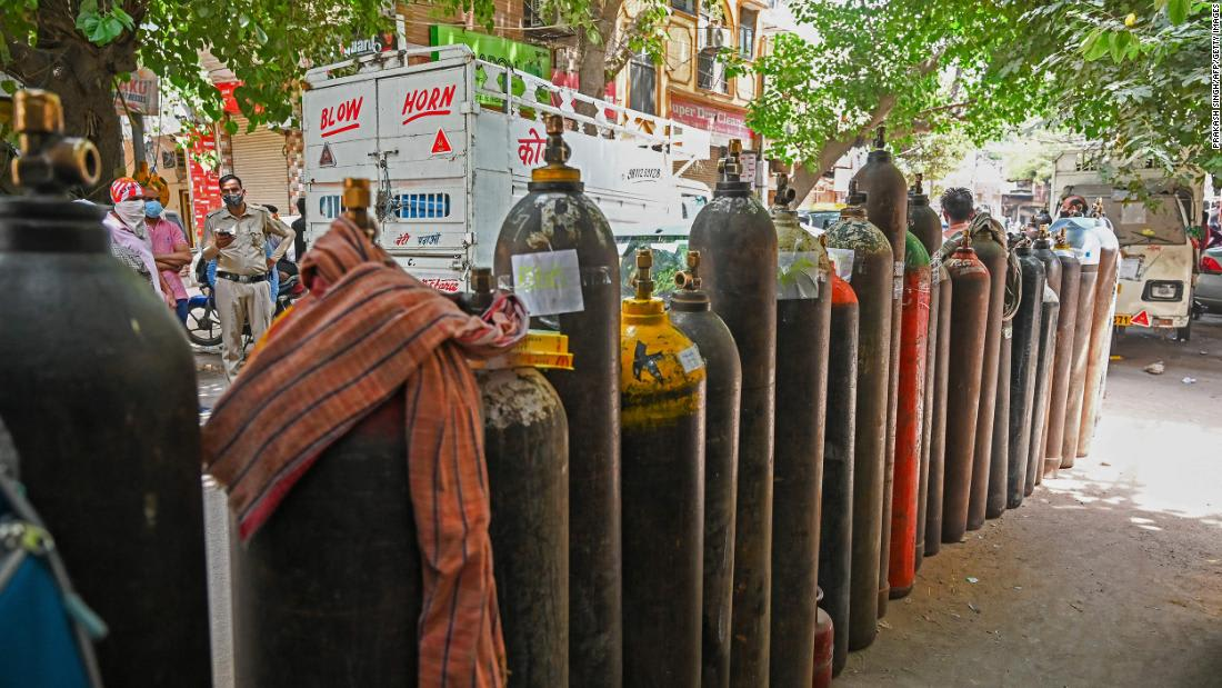 The volunteer network sending oxygen to India's Covid patients
