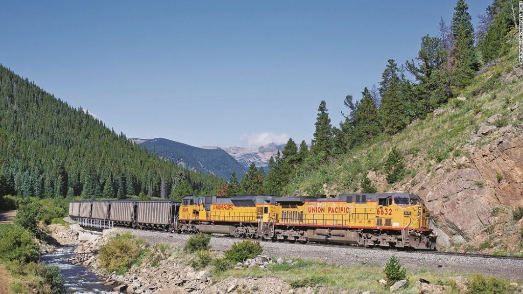 Stunning Photos Of Trains In The Western United States