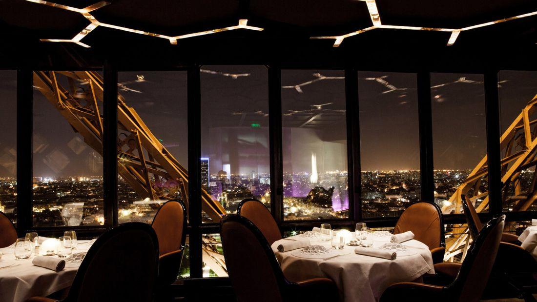 Paris dish dining room Jules Verne