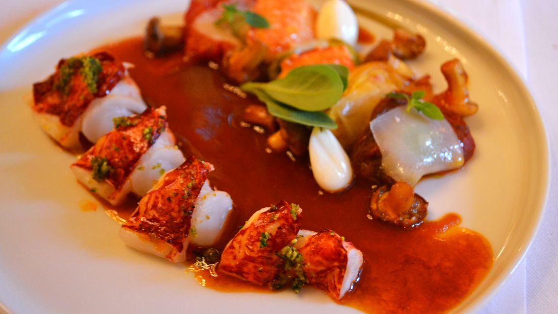 Paris dish dining room Le Meurice 1003