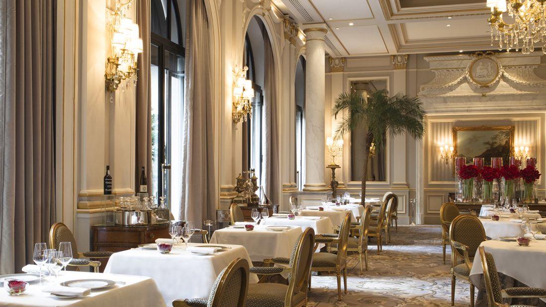 paris dish dining room Le Cinq by Gregoire Gardette [1)