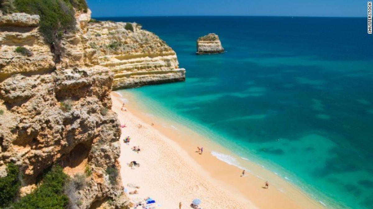20 stunning cliffside beaches