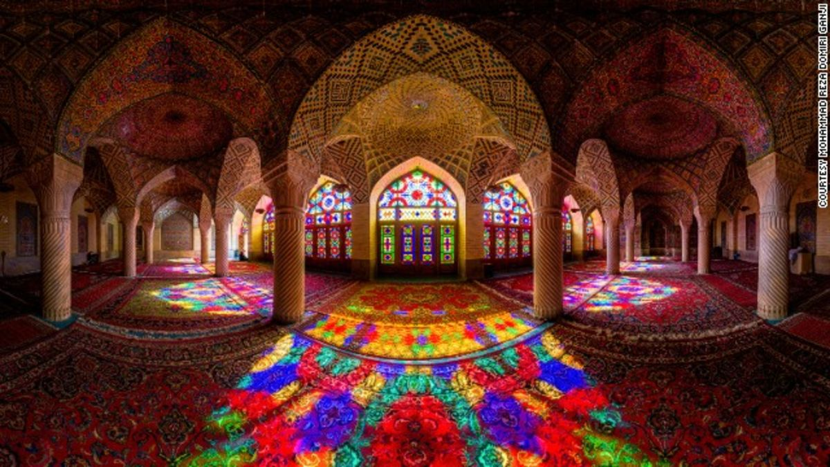Incredible images capture dazzling symmetry of Iran's mosques