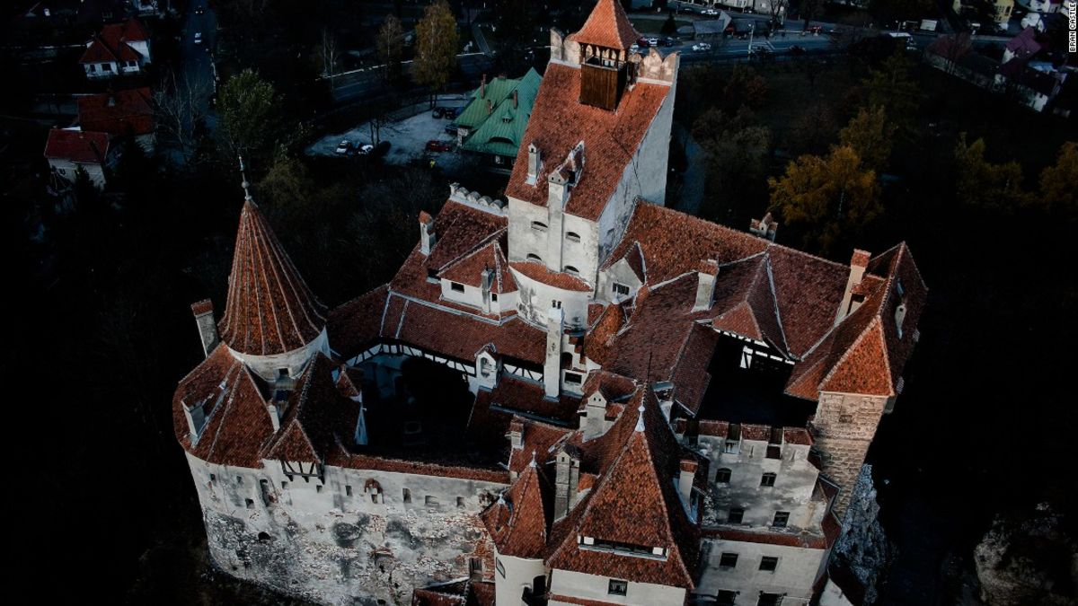 Whats It Like To Spend A Night At Draculas Castle Cnn Travel - Live-bran-castle-pictures