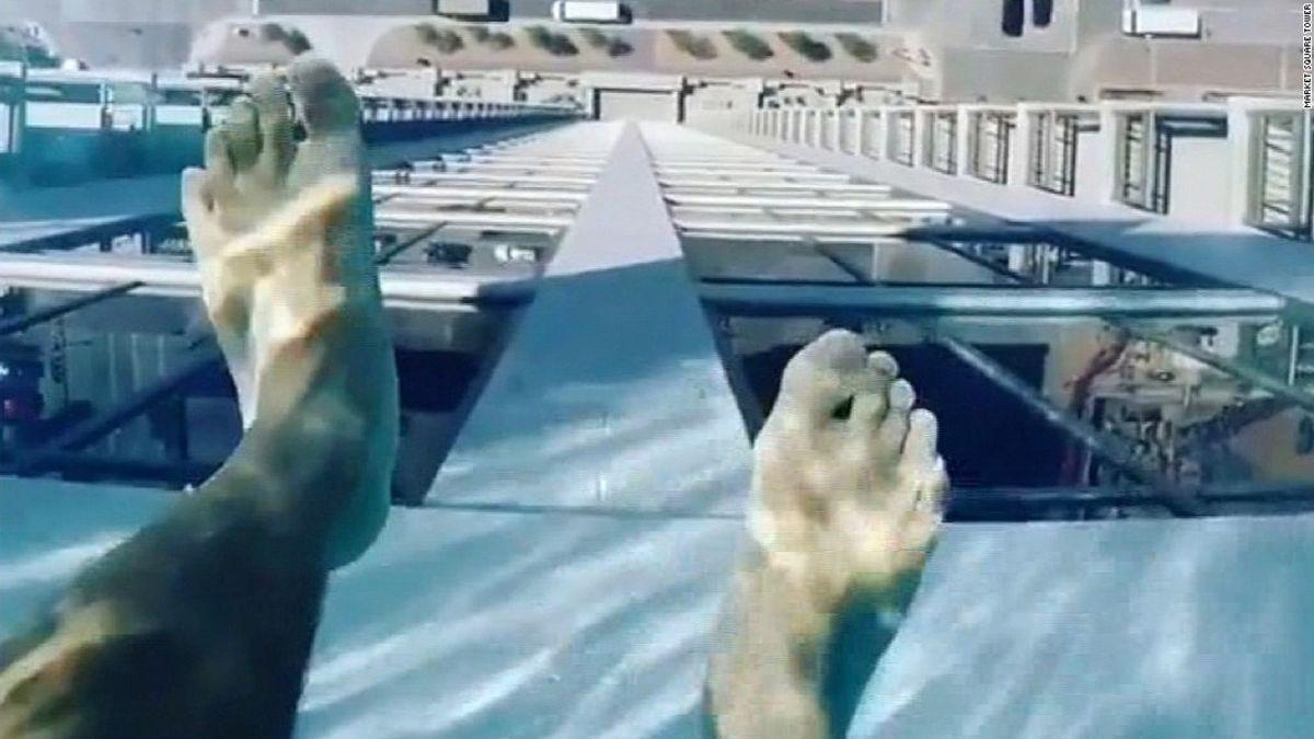 Glass Bottomed Pool 500 Feet Above Houston Cnn Travel