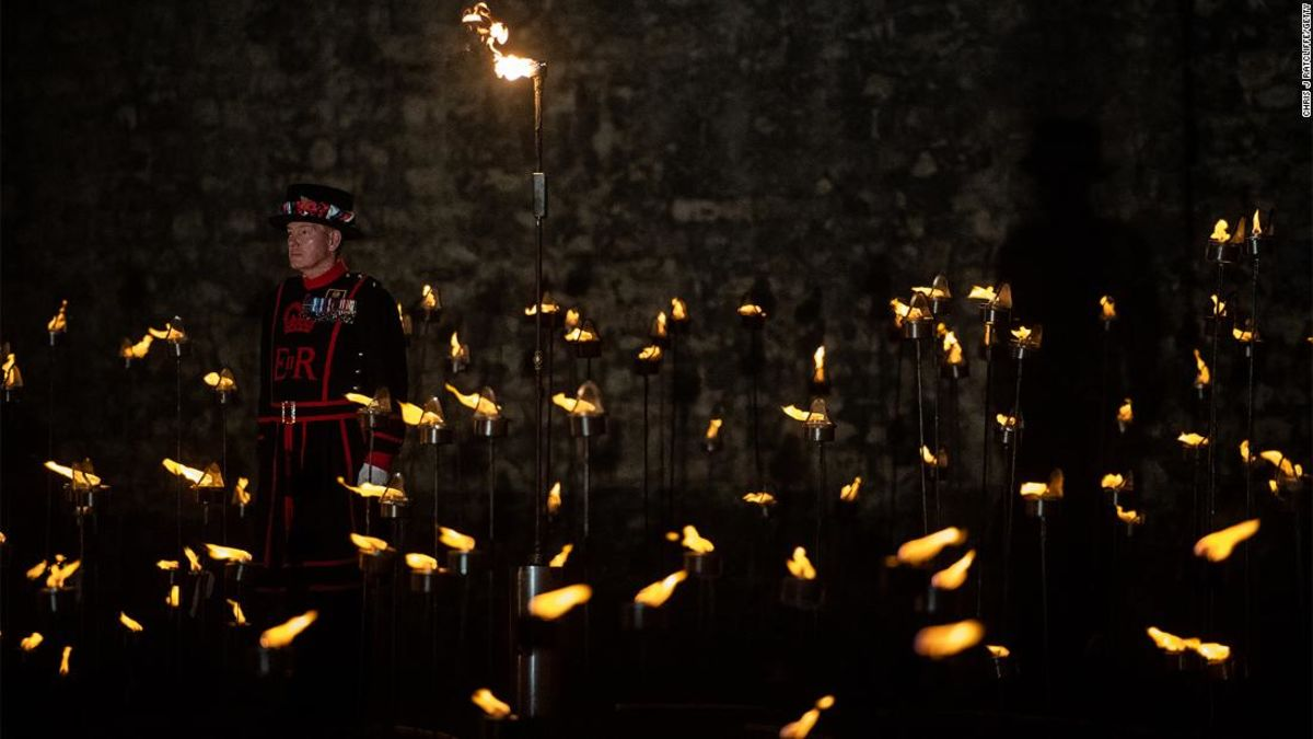Tower of London lights up for World War I anniversary