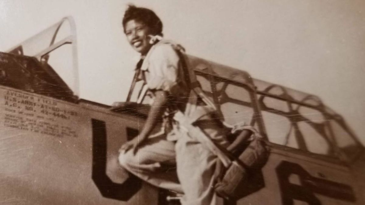 The campaign to rename Oakland Airport after a trailblazing female pilot