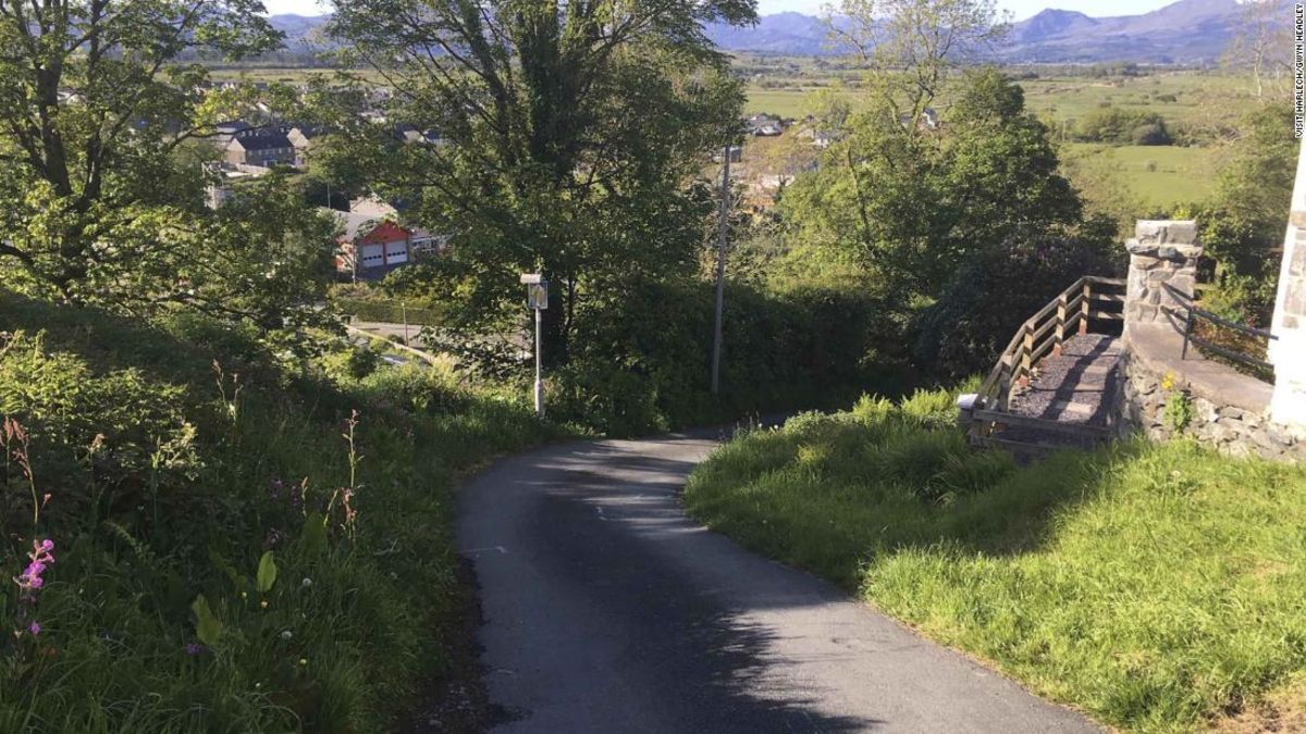 Welsh town Harlech claims world's steepest street