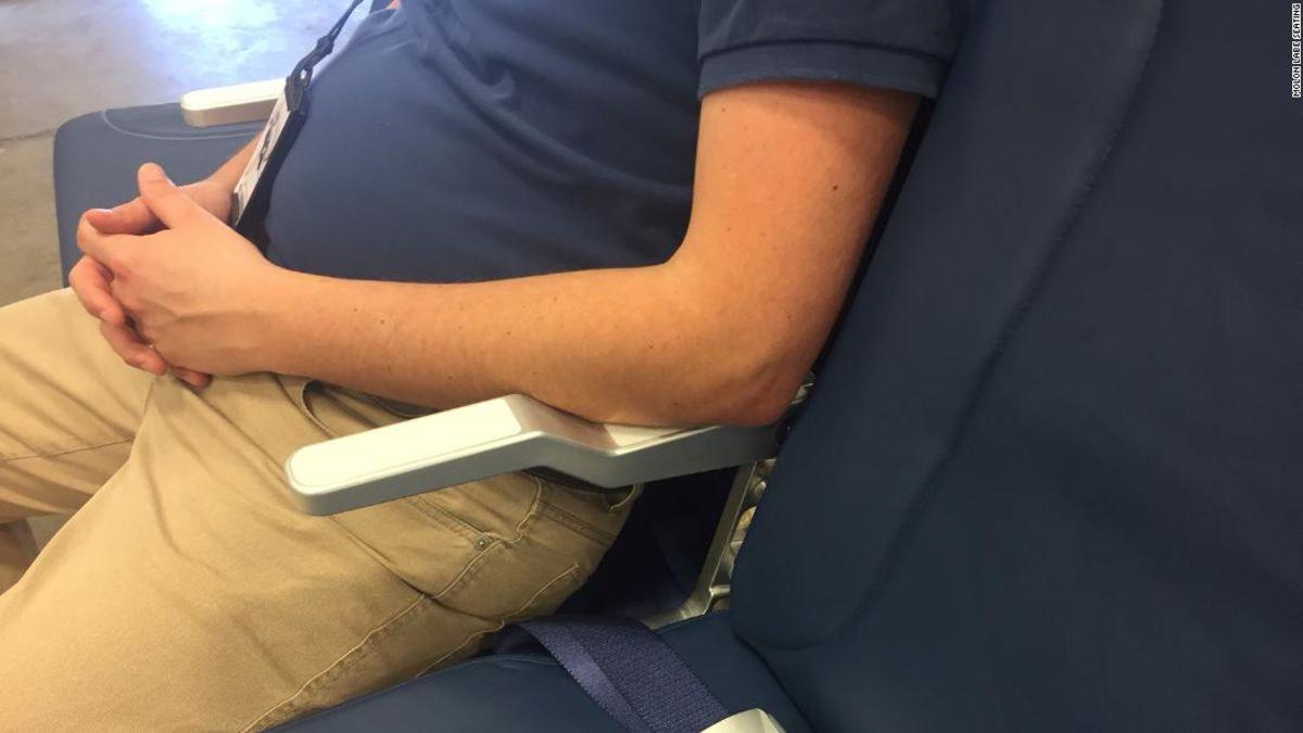 Ist es OK, um zu Ihrem Sitz zurücklehnen, wenn Sie Reisen?
