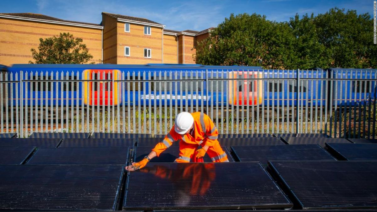 Solar-powered railway could reduce fossil fuel reliance