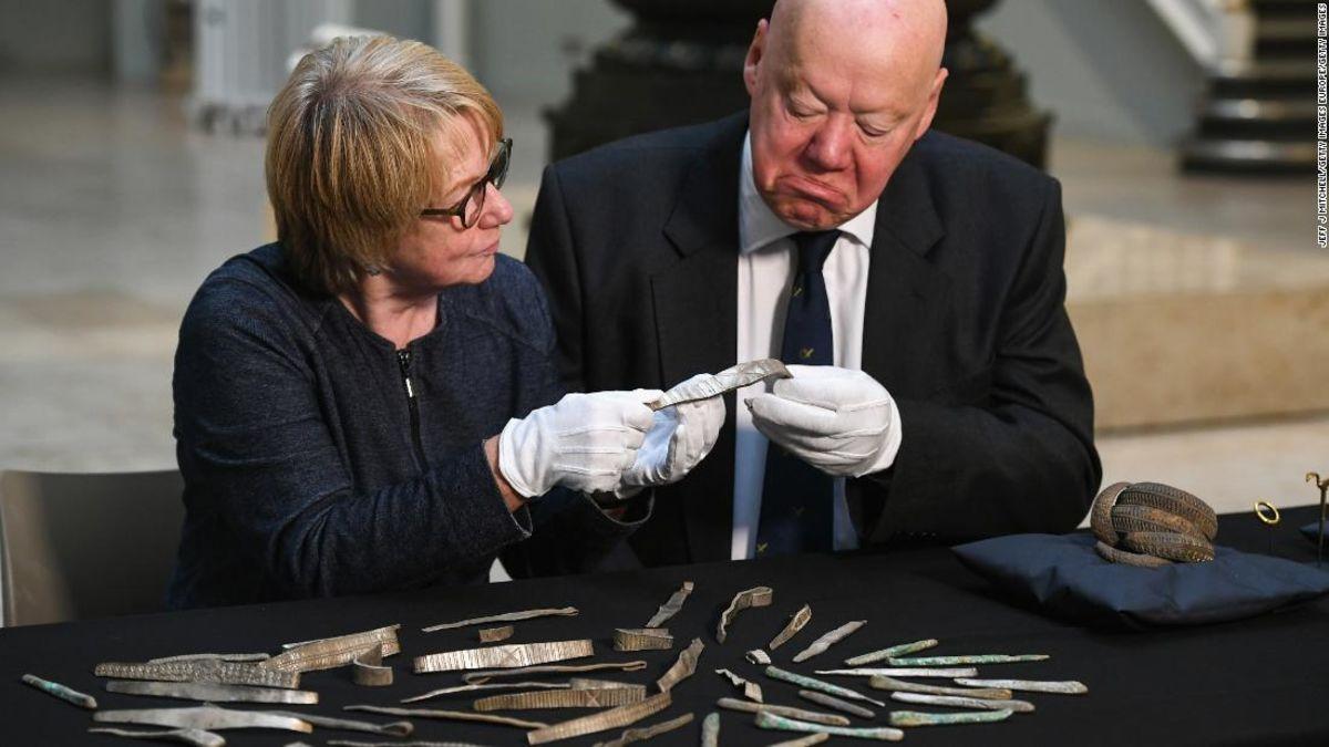 Εκκλησία της Σκωτίας μηνύει για το μερίδιο των $2.5 εκατομμύρια Viking θησαυρός ανακαλύφθηκε στην εκκλησία γης