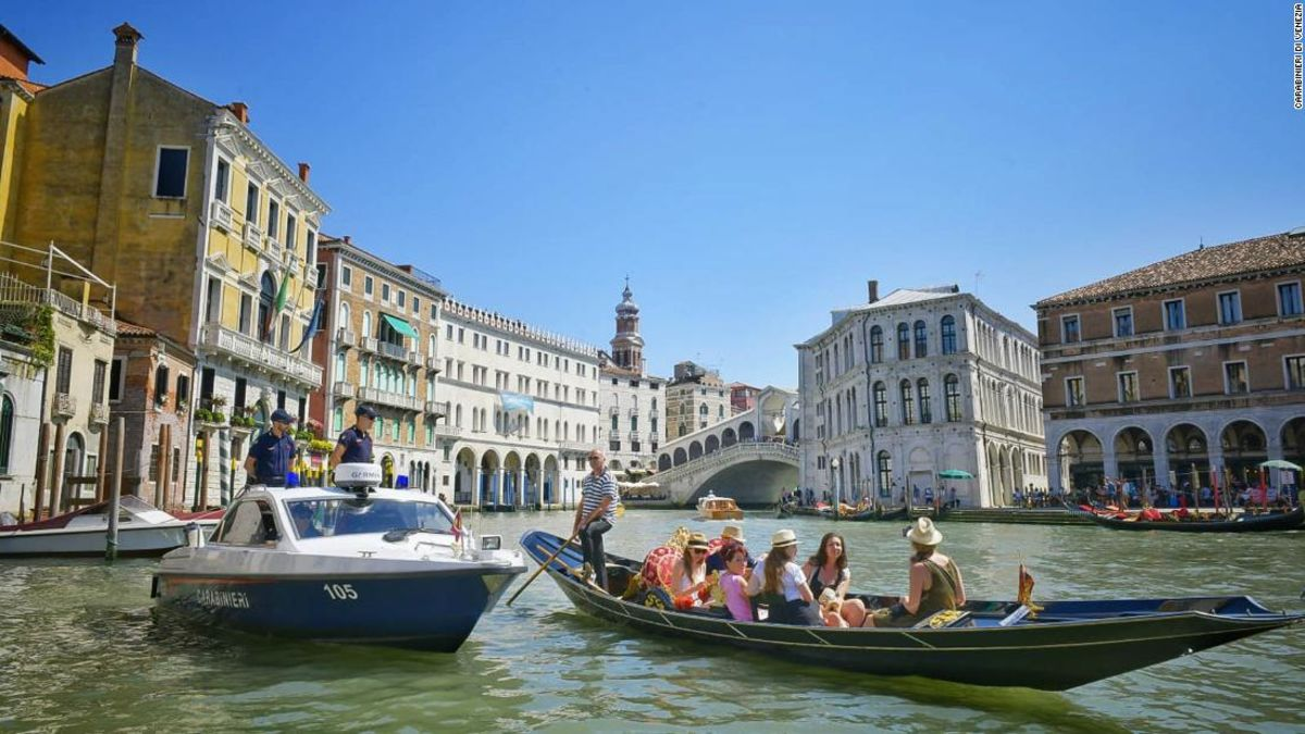 Venice Police Find 2 Naked Tourists Swimming in Canal