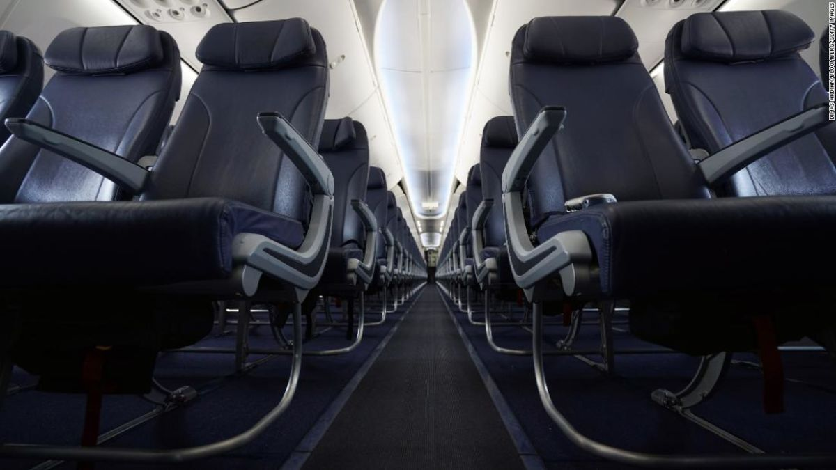 Miraculous Window Seat Or Aisle Seat Cnn Staffers Debate Airplane Alphanode Cool Chair Designs And Ideas Alphanodeonline