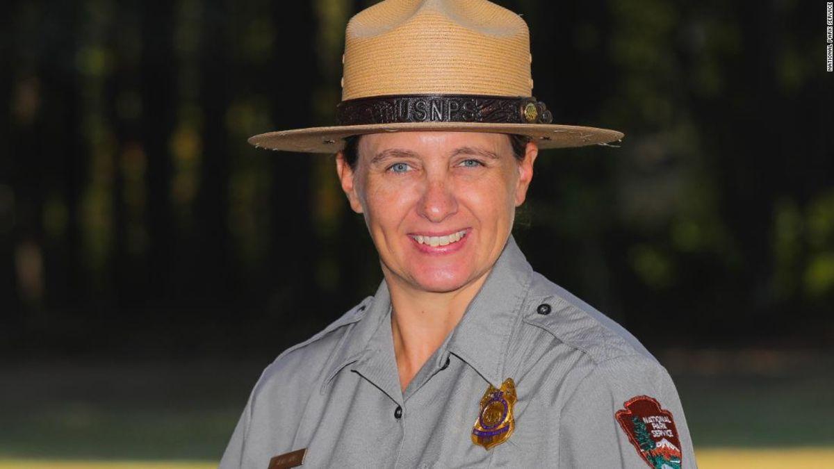 Zum ersten mal in der 147-jährigen Geschichte der Yellowstone National Park hat einen weiblichen chief ranger