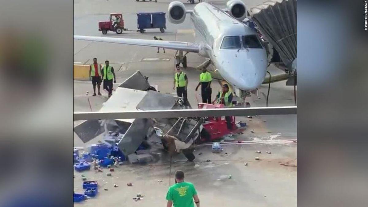Catering-Wagen verursacht chaos am Flughafen von Chicago, aber die airline-Mitarbeiter rettet den Tag