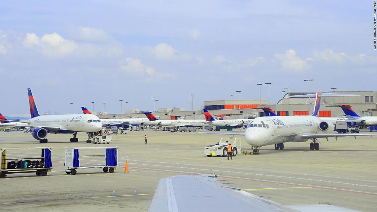 Woman boards Delta flight without ticket or identification