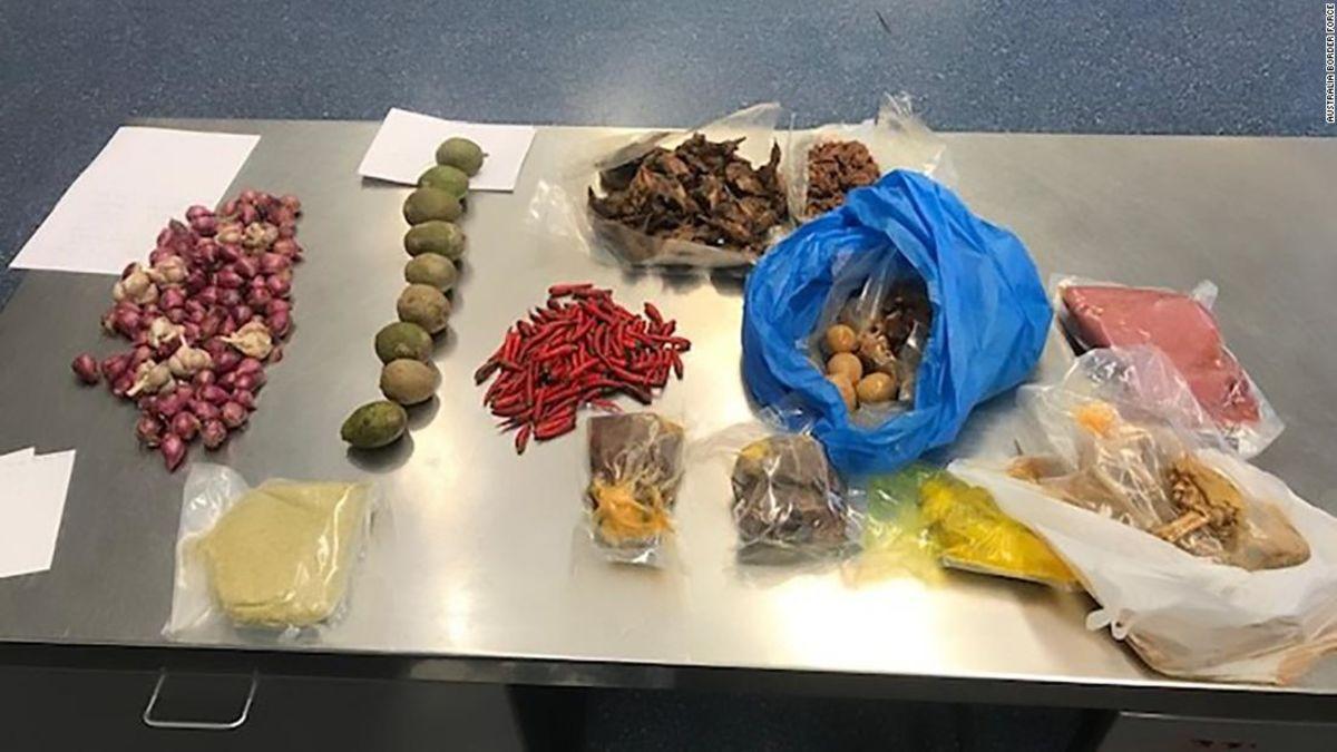 Αυστραλία αποβάλλει Βιετνάμ τουρίστας με το ωμό χοιρινό στις αποσκευές της