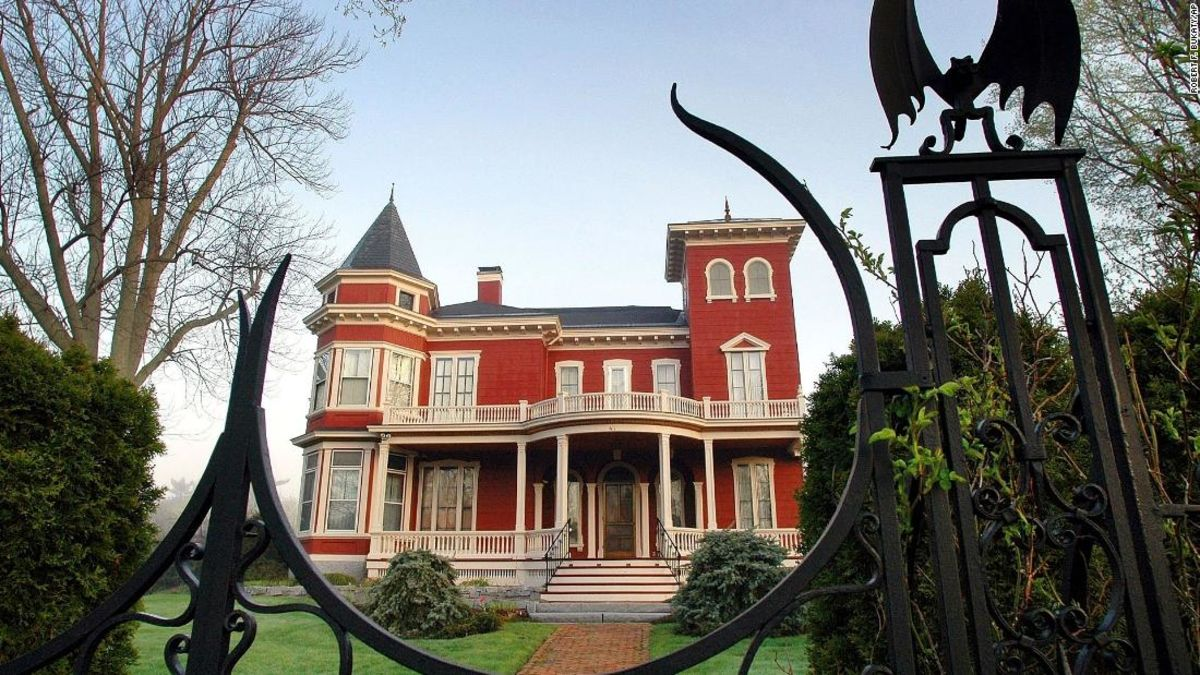 Stephen King is converting his haunting Maine home into a writers' retreat and archive