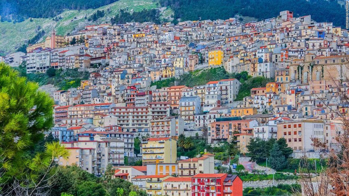 イタリア街には、無料の住宅の誘致に当たり、新規居住者の