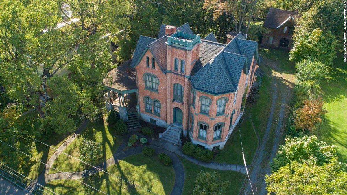 Dieses 10-Zimmer-Villa in New York angeboten wurde, für nur $50.000, - und mit einem fangen