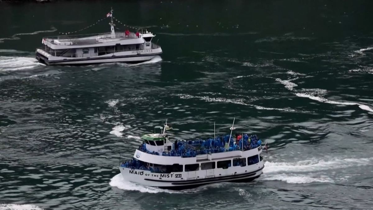 Niagara Falls Tour Boats Show How Canada And The Us Handle Covid 19 Cnn Travel