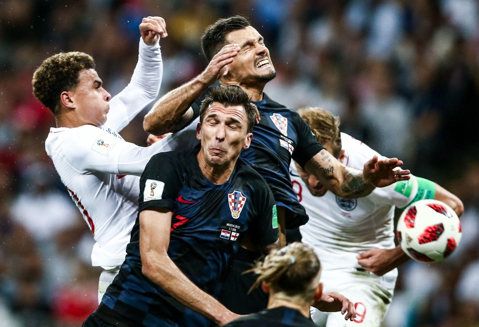 اصطدام اللاعبين في نصف نهائي كرواتيا وانجلترا