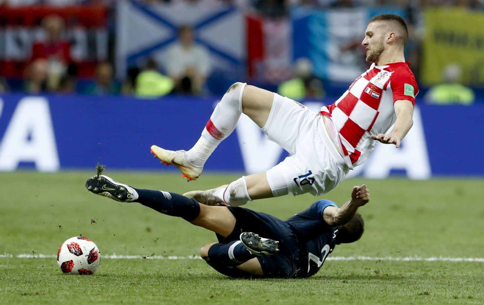 اشتباك رياضي بين لاعبين فرنسي وكرواتي في النهائي