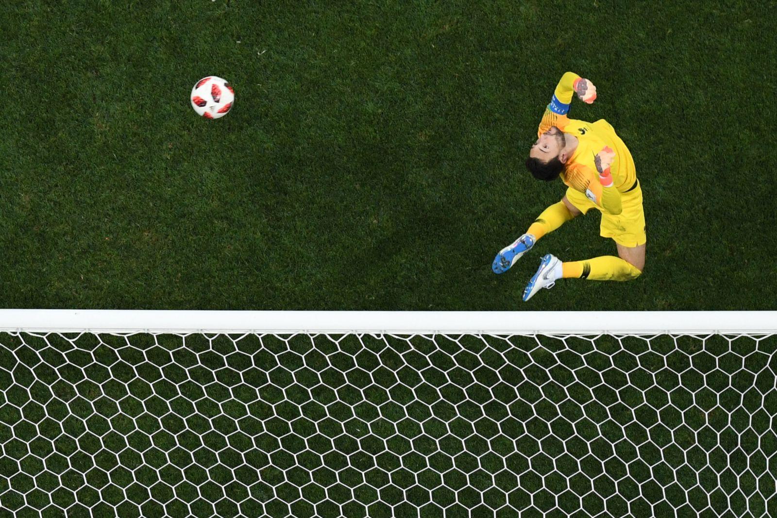 حارس المنتخب الفرنسي في لقطة من النهائي