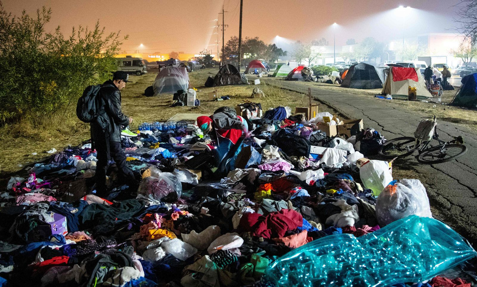 Wildfire evacuees take refuge in Walmart parking lot