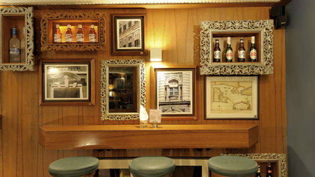 Woodside Inn provides the triangle of comfort: beer, meat, sturdy stools.