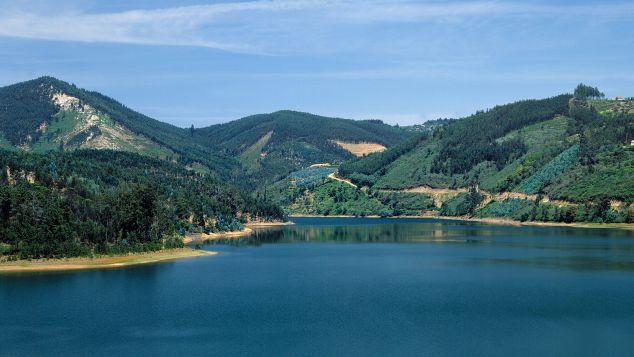 N Portugal T09AZH1Y Douro River c Rui Morais de Sousa