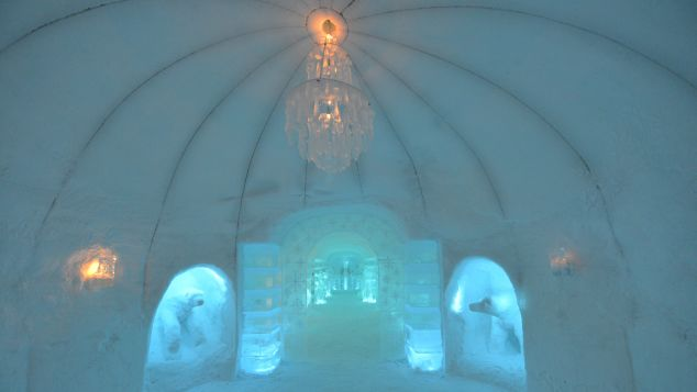 Sorrisniva Igloo Hotel ice bar hall