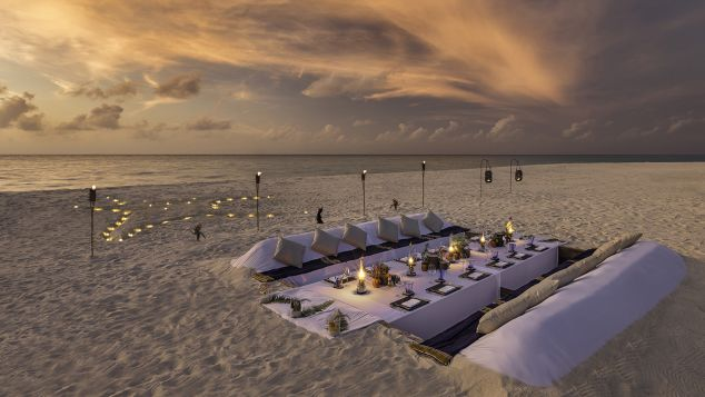 Maldives Hurawalhi Dearm Island Beach Dinner