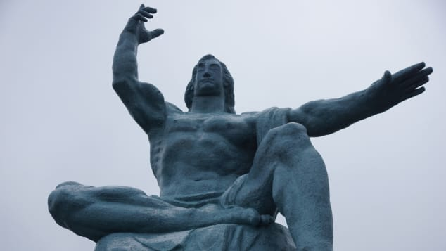 Tượng Hòa bình Nagasaki là biểu tượng của thành phố từ năm 1955.