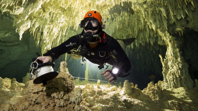 Mexico diving cave (2)
