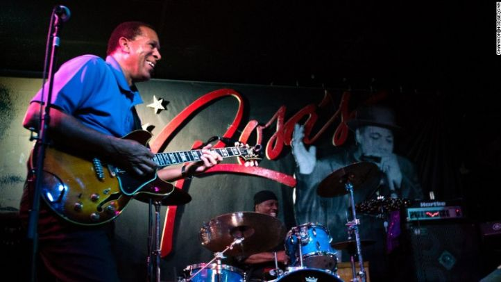 Guitarist Melvin Taylor is a top draw at Rosa's Lounge in Logan Square.